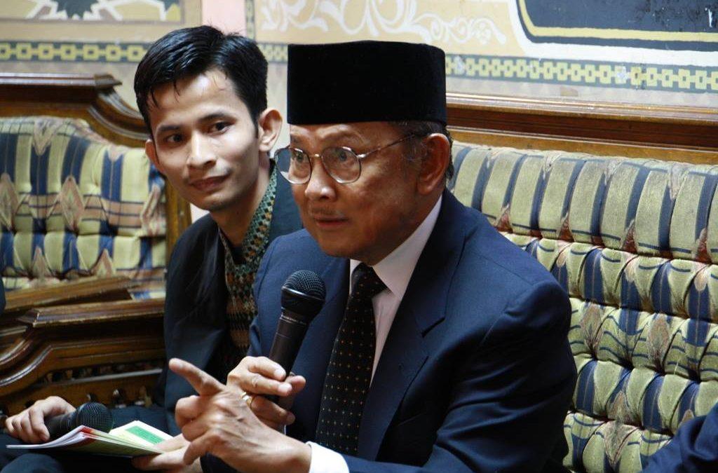 BJ. Habibie, Bapak Teknologi dan Demokrasi Indonesia